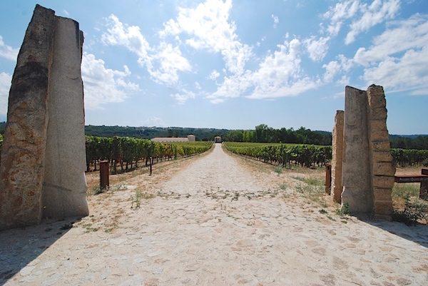 Entrance to Dão wine producer the Quinta de Lemos